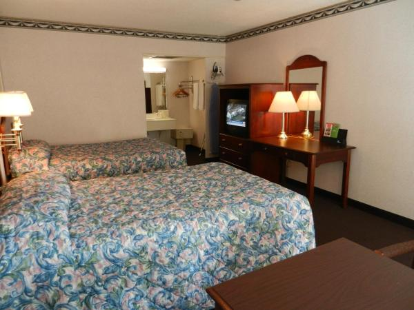 Double Smoking Room with Two Double Beds