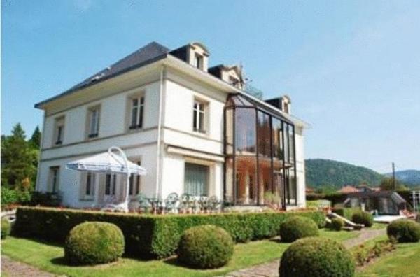 Hotel Pictures: Château Des Tanneurs - CHC, Le Thillot