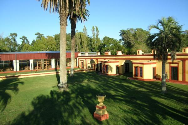 Hotel Pictures: Estancia la Alameda, Chascomús