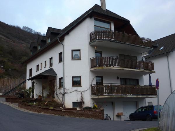 Hotel Pictures: Ferienwohnung Burg Eltz, Treis-Karden