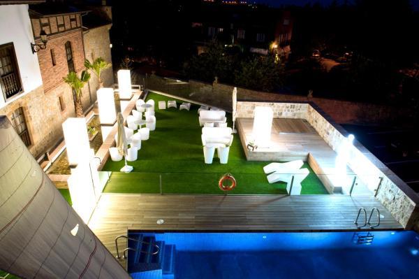 Hotel Pictures: Costa Esmeralda Suites, Suances
