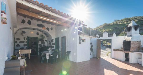 Hotel Pictures: Casa Cueva El Caidero, Artenara