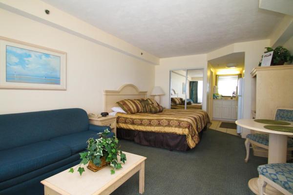 One-Bedroom Studio with Partial Ocean View