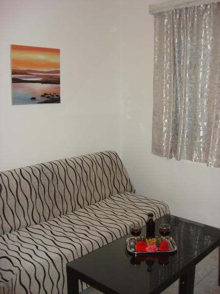 Two-Bedroom Apartment (2-5 Adults)