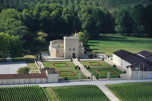 Hotel Pictures: Château La Tour Carnet, Saint-Laurent-de-Médoc