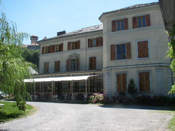 Hotel Pictures: Hotel Du Parc - Manoir Du Baron Blanc, Faverges
