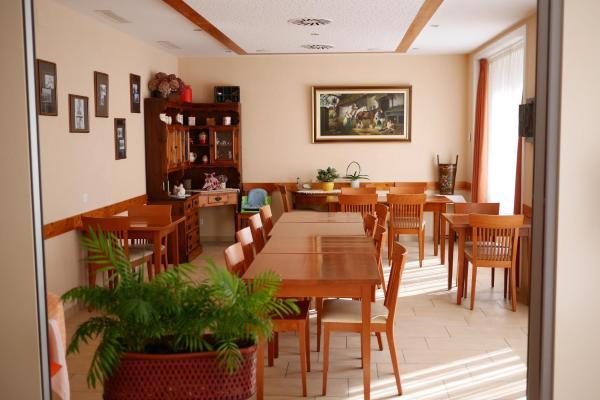 Hotel Pictures: Auberge Aux Deux Sapins, Montricher