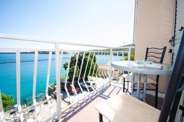 Two-Bedroom Apartment with Sea View and Balcony