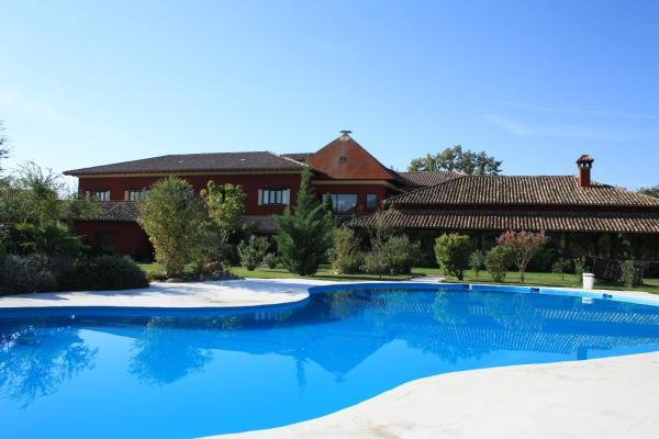 Hotel Pictures: El Mirlo Blanco Hotel Rural, Candeleda