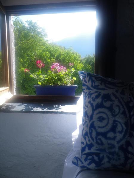 Hotel Pictures: La Casa de la Bombilla Verde, Trevélez