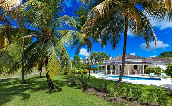 Foto Hotel: Coconut Grove 1 Luxury Villa, Saint James