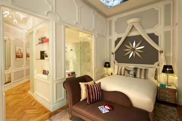 SO STUDIO, 1 Queen Size Bed, Private Bar