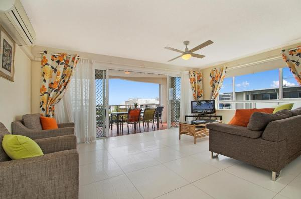 Three Bedroom Rooftop Apartment with Sea View