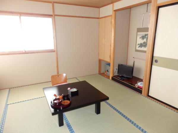 Twin Room with Shared Bathroom