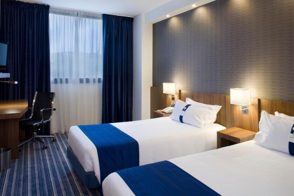 Hotel Pictures: Holiday Inn Express Bilbao, Derio
