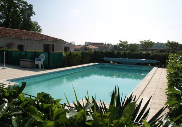 Hotel Pictures: , Brives-sur-Charente