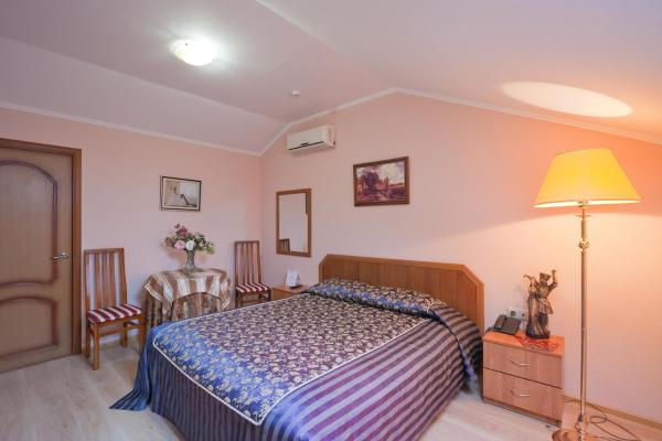 Economy Double Room with Shared External Bathroom and Toilet