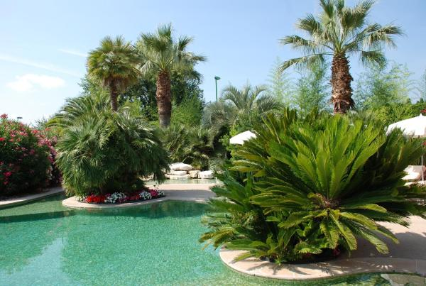 Hotel Pictures: Domaine De Respelido, Carros