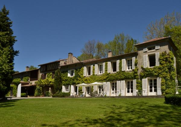 Hotel Pictures: Chambres d'Hôtes Domaine du Hameau Baylesse, Saint-Jean-d'Aigues-Vives
