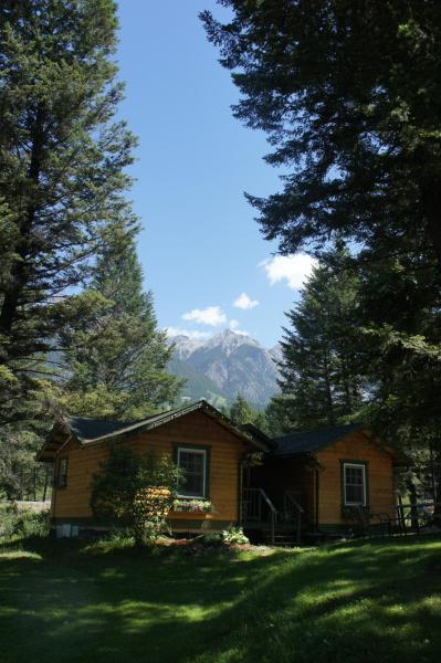 Hotel Pictures: Fairmont Mountain Bungalows, Fairmont Hot Springs