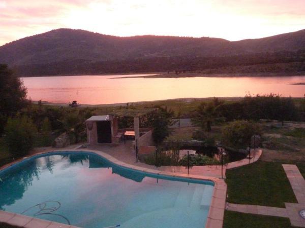Hotel Pictures: La Granja del Pescador, El Torno