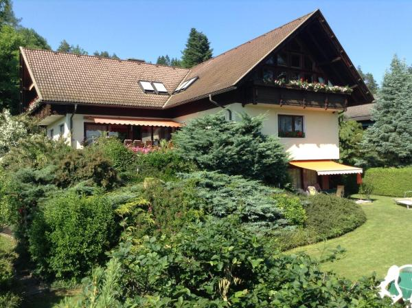 Foto Hotel: Ferienwohnungen Salmen, Pörtschach am Wörthersee