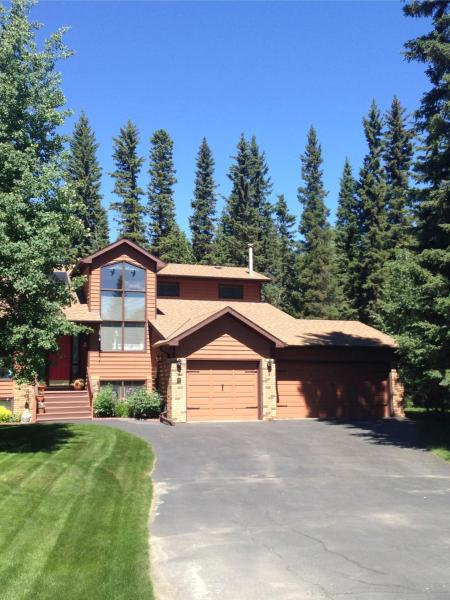 Hotel Pictures: Redwood Meadows Bed and Breakfast, Bragg Creek