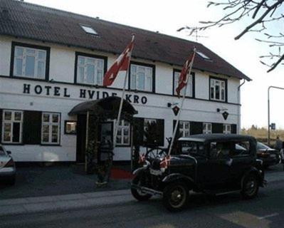 Hotel Pictures: Hotel Hvide Kro, Ålestrup