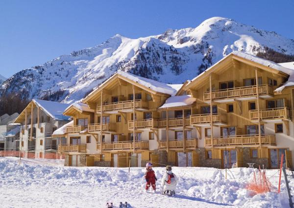 Hotel Pictures: Madame Vacances Résidence Le Parc Des Airelles, Les Orres