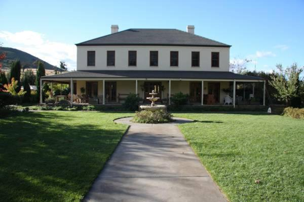 Hotel Pictures: Ginninderry Homestead, Macgregor