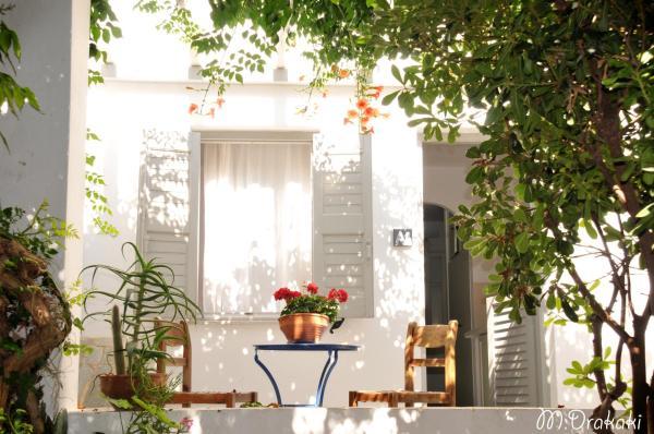 Hotel Pictures: Aegean Village, Parikia
