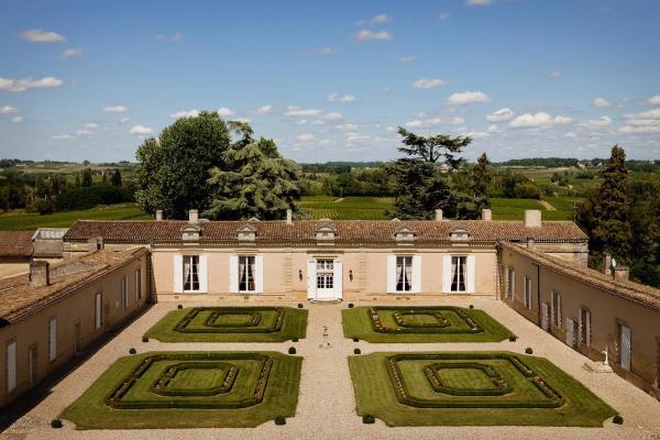 Hotel Pictures: Château Fombrauge, Saint-Christophe-des-Bardes