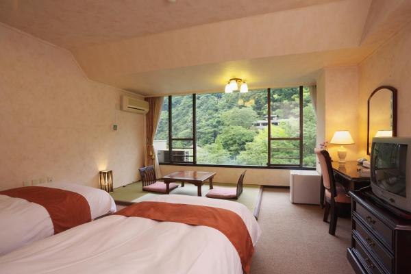 Twin Room with Tatami Area