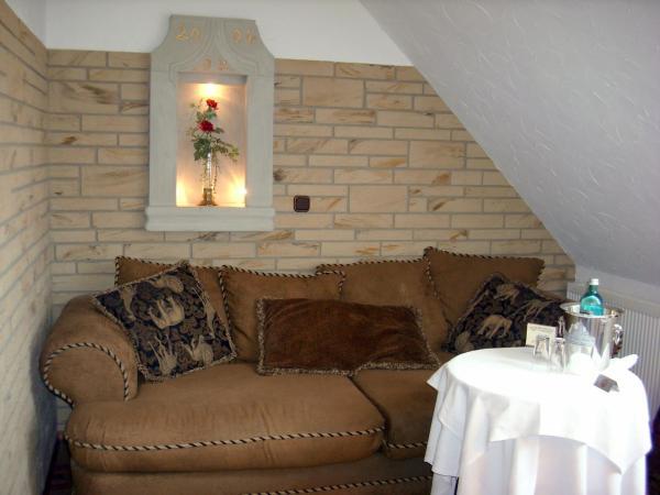 """Hotel Pictures: Elegant-Hotel """"Zur Burg"""", Posterstein"""