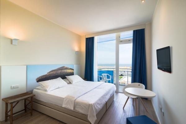 Double or Twin Room with Terrace and Sea View