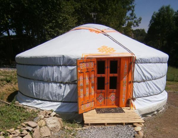 Hotel Pictures: Campement de Yourtes Mariposa, Lanne
