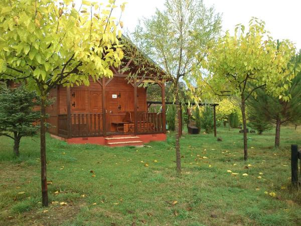 Wood Cabin (3 adults)