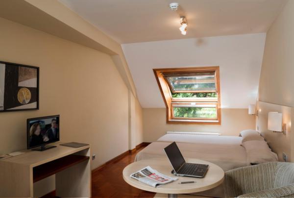 Hotel Pictures: Apartamentos Attica21 Portazgo, A Coruña