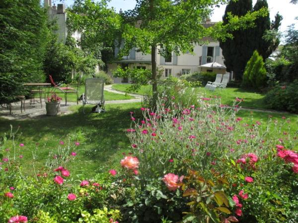 Hotel Pictures: La Maison de Cosi, Montfort-l'Amaury