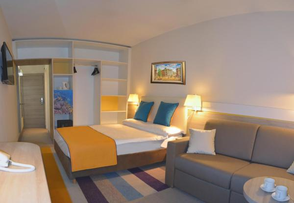 Twin Room (2 Adults + 1 Child)