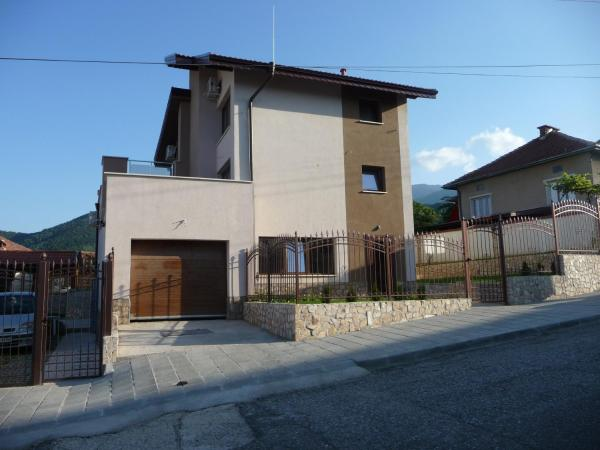 Hotel Pictures: Guest House Camellia, Berkovitsa