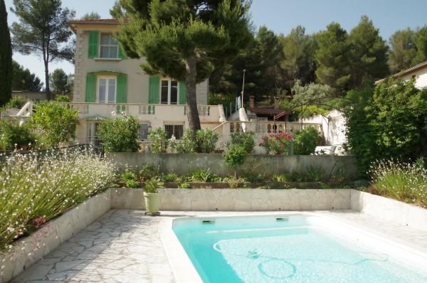 Hotel Pictures: Chambres d'Hôtes Chez Jean, Aubagne