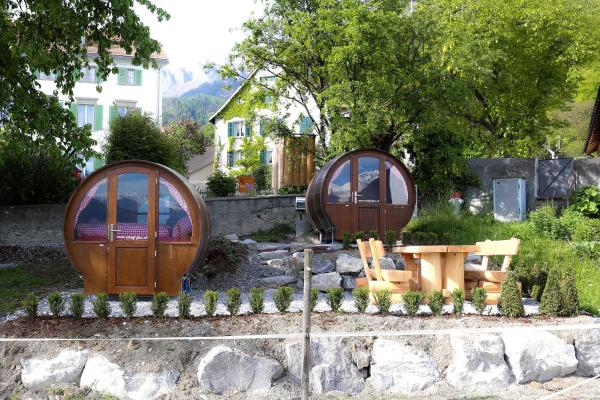 Hotel Pictures: Schlaf-Fass Jenins, Jenins