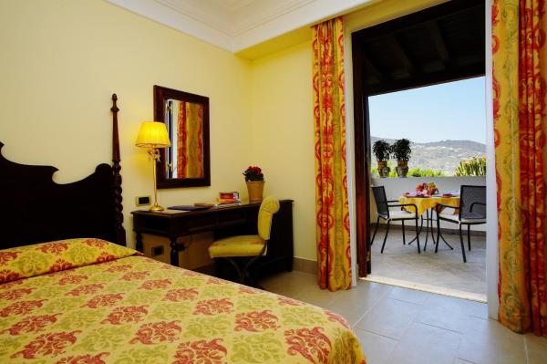 Deluxe Triple Room with Terrace