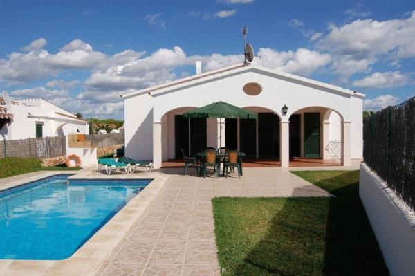 Hotel Pictures: Villas Cala'n Bosch, Son Xoriguer