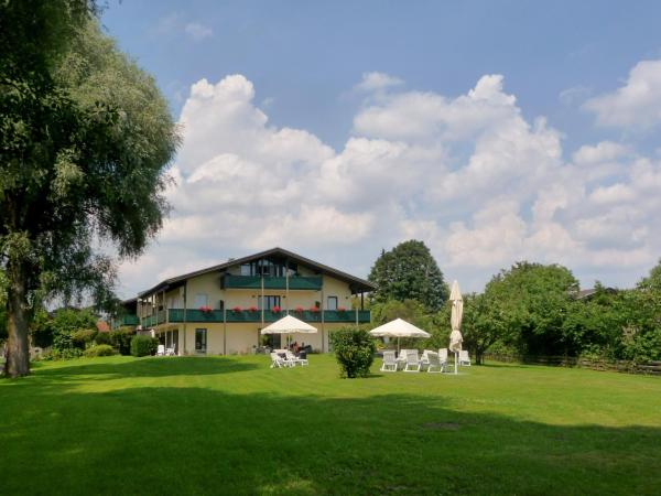 Hotel Pictures: Hotel garni - Chiemsee-Pension-Seebruck, Seebruck