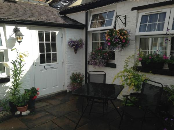 Hotel Pictures: Courtyard Cottage, Knaresborough