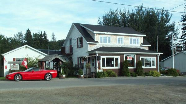 Hotel Pictures: St. Mary's River Lodge, Sherbrooke