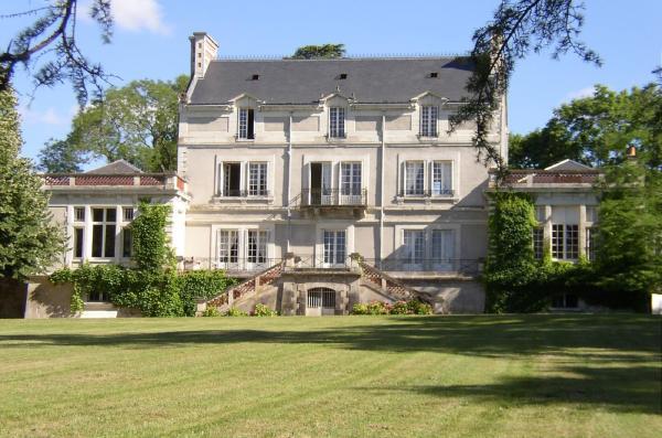 Hotel Pictures: Appartement du Château du Grand Bouchet, Ballan-Miré