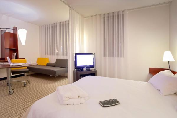 Suite with 1 Double Bed and 2 Single Beds